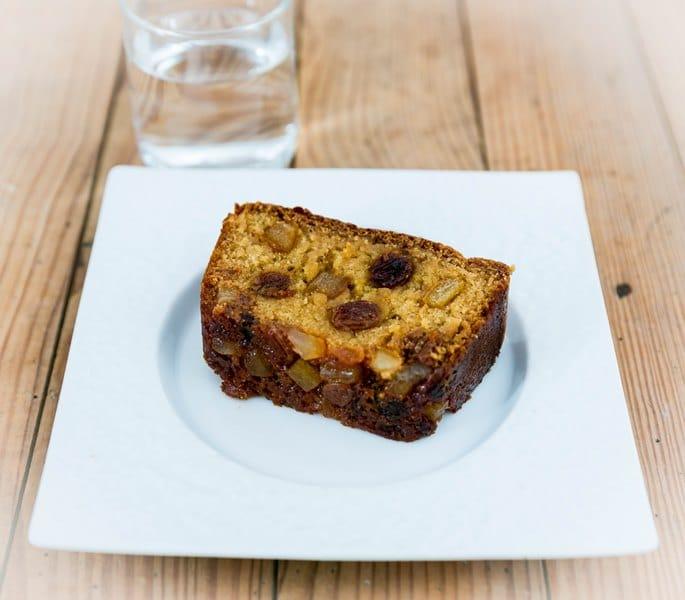 Gâteau énergétique à l'orange, raisins et miel