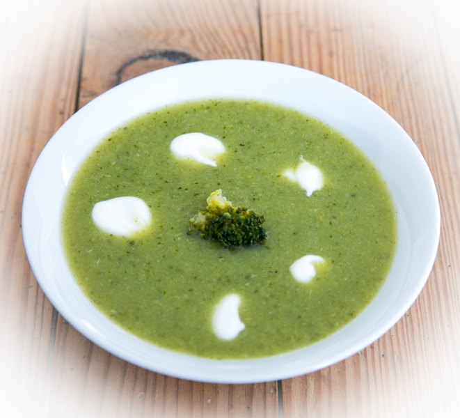 Crème de brocolis au yaourt et cumin