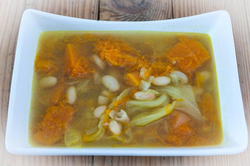 Soupe de courge haricots et chou kale
